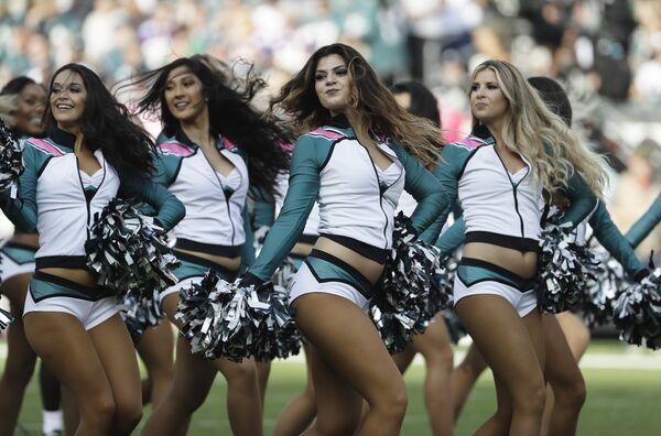 Девушки из группы поддержки американского футбольного клуба Филадельфия Иглз