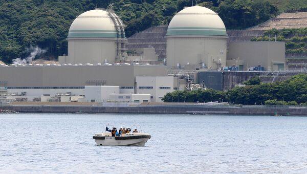 Катер береговой охраны у АЭС Такагама в Японии. Архивное фото