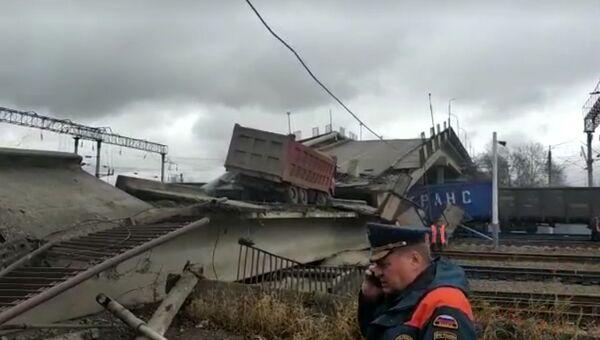 d01501340b8e Первый пассажирский поезд задерживают из-за обрушения моста в Приамурье