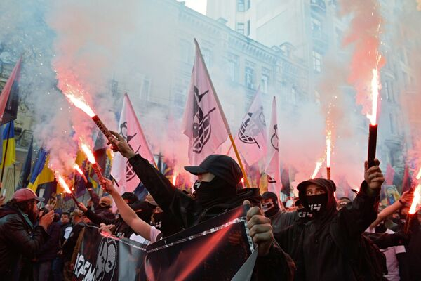 Участники марша националистов по случаю 76-летия создания Украинской повстанческой армии* в Киеве. 14 октября 2018