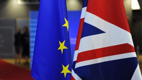 Флаги Европейского союза и Великобритании