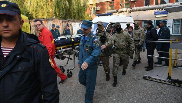 Пострадавшего при нападении на Керченский политехнический колледж эвакуируют из Керченской больницы № 1 имени Н. И. Пирогова