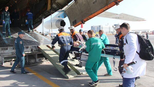 Вылет в Москву борта МЧС России с пострадавшими при нападении на колледж в Керчи