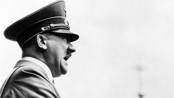 """ФБР рассекретило документы о """"бегстве"""" Гитлера в"""