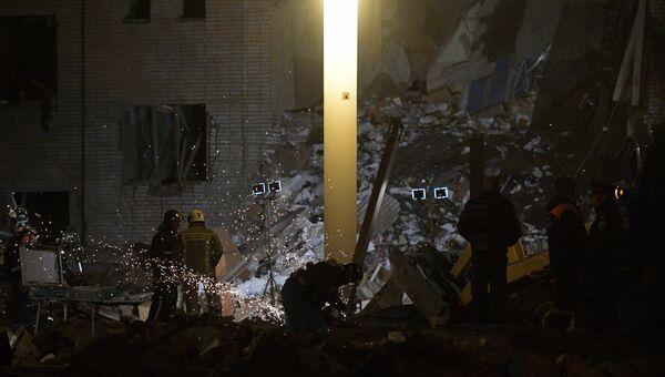 Пожарно-спасательные подразделения МЧС РФ на заводе пиротехники Авангард в Гатчине Ленинградской области, где произошел взрыв. 19 октября 2018