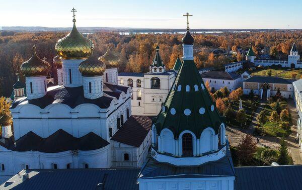 Свято-Троицкий Ипатьевский монастырь в Костроме