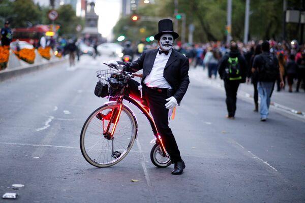 Участник карнавала Катрин в Мехико