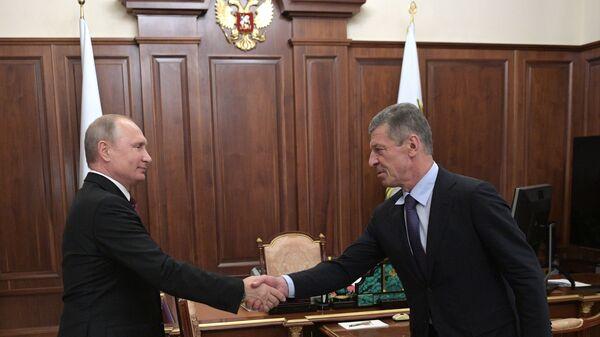 Президент РФ Владимир Путин и заместитель председателя правительства РФ Дмитрий Козак  во время встречи. 22 октября 2018