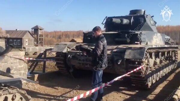 Сотрудник Следственного комитета РФ на месте наезда танка на каскадера во время съемок фильма Ильинский рубеж в Калужской области