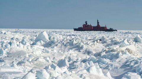 Атомный ледокол Ямал в Карском море