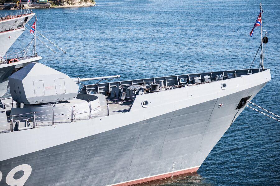 Носовая часть фрегата Адмирал Макаров