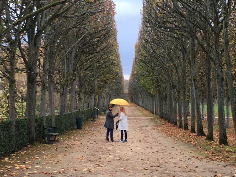 Около своего дома под Парижем, Пьерфон, с супругой Татьяной Тотьмяниной