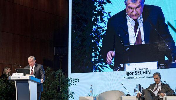 Главный исполнительный директор нефтегазовой компании ПАО НК Роснефть Игорь Сечин выступает на XI Евразийском экономическом форуме в Вероне. 25 октября 2018