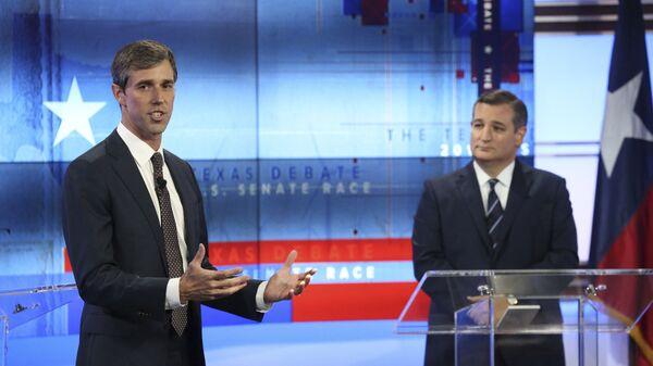 Техасский демократ Бето О'Рурк (слева) и республиканский сенатор Тед Круз во время предвыборных дебатов