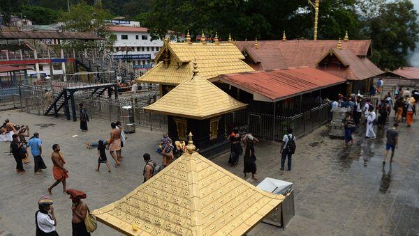 Индуисты у Храма, посвященного богу Айяппана, в местности Сабаримала штата Керала. Архивное фото