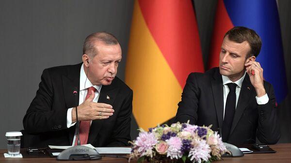 Президент Турции Реджеп Тайип Эрдоган и президент Франции Эммануэль Макрон на пресс-конференции по итогам саммита по Сирии. 27 октября 2018