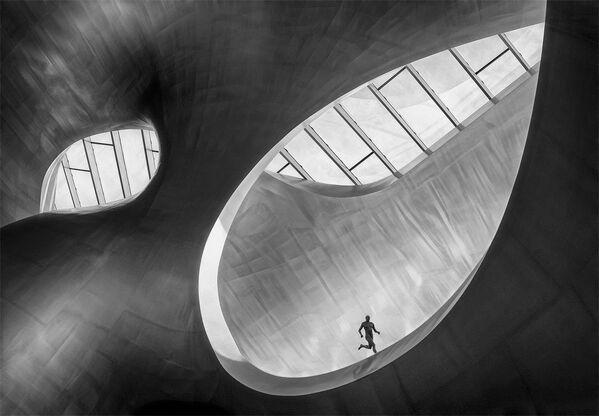 Снимок Runner фотографа из Нидерландов Marcel van Balken, занявший первое место в категории General Monochrome в конкурсе Siena International Photo Awards 2018