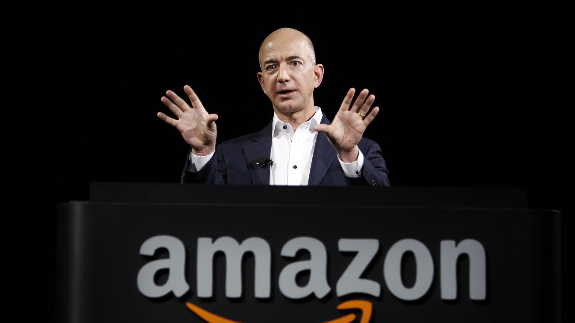Глава и основатель Amazon Джефф Безос выступает на презентации Kindle Fire HD и Kindle Paperwhite в Санта-Монике, Калифорния - РИА Новости, 1920, 06.04.2021