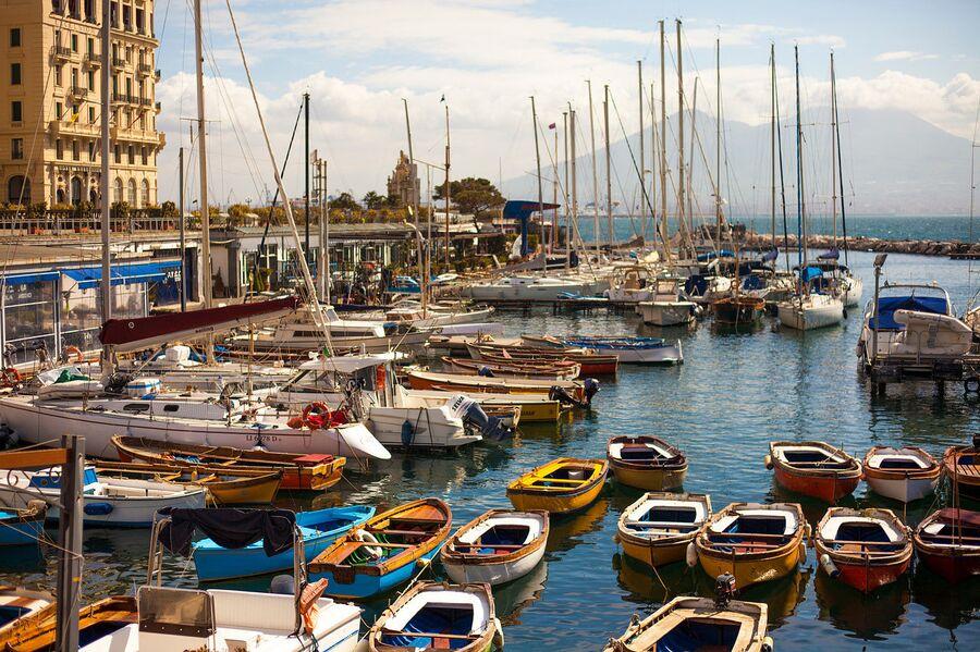 Лодки на воде, Неаполь