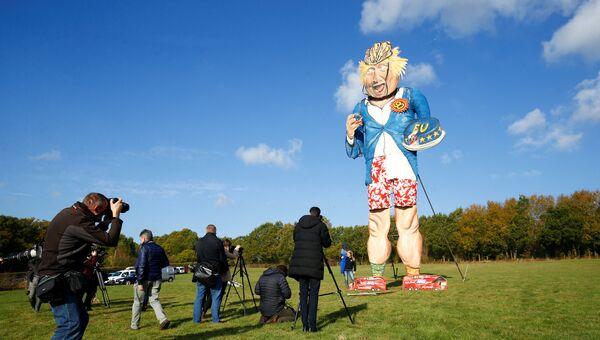 11-метровое чучело бывшего министра иностранных дел Великобритании Бориса Джонсона. Архивное фото