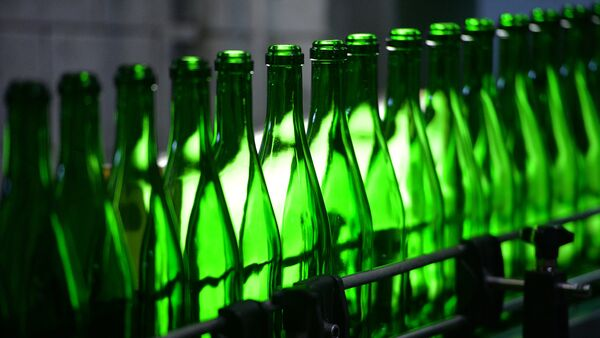 Работа линии по производству вин. Архивное фото