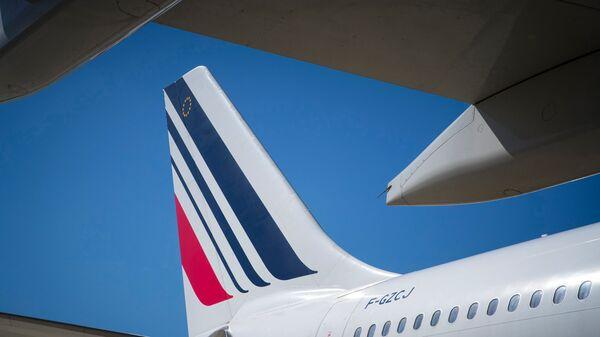 Самолет Boeing 777-300 авиакомпании Air France совершает посадку в аэропорту Орли в Париж, Франция