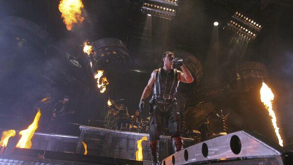 Солист группы Rammstein Тилль Линдеманн во время выступления в СК Олимпийский в Москве