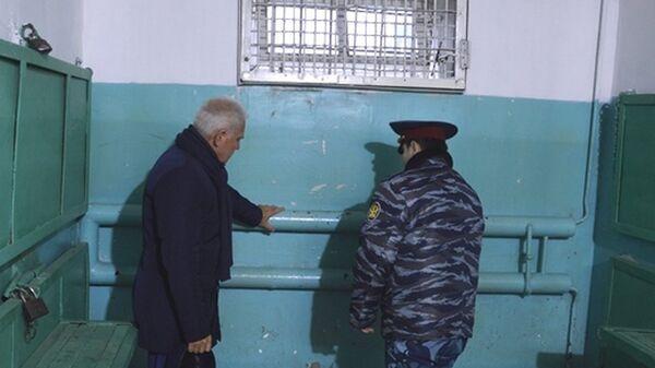 Уполномоченный по правам человека в Ярославской области Сергей Бабуркин во время проверки учреждений УФСИН в Угличе