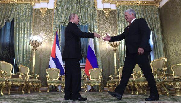 Президент РФ Владимир Путин и председатель Госсовета Кубы Мигель Диас-Канель Бермудес во время встречи. 2 ноября 2018