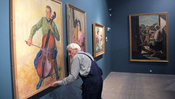 Подготовка к открытию выставки Сокровища музеев России