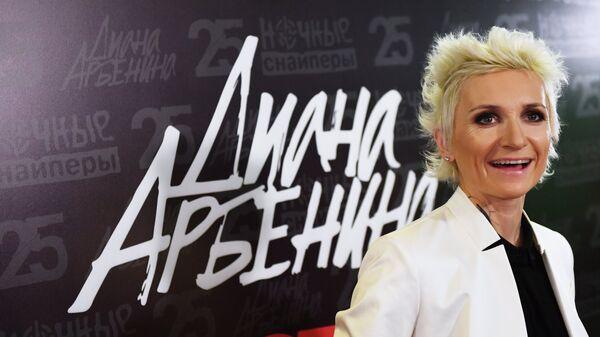 Музыкант Диана Арбенина перед началом юбилейного концерта группы Ночные снайперы в СК Олимпийский в Москве. 4 ноября 2018