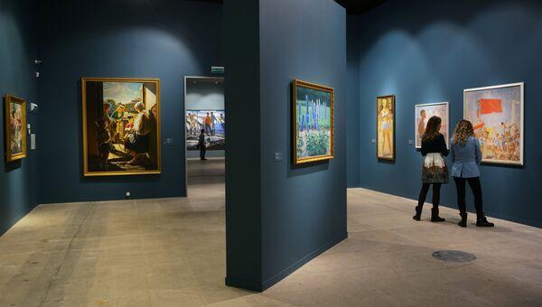 На открытии выставки Сокровища музеев России в Центральном выставочном зале Манеж в Москве