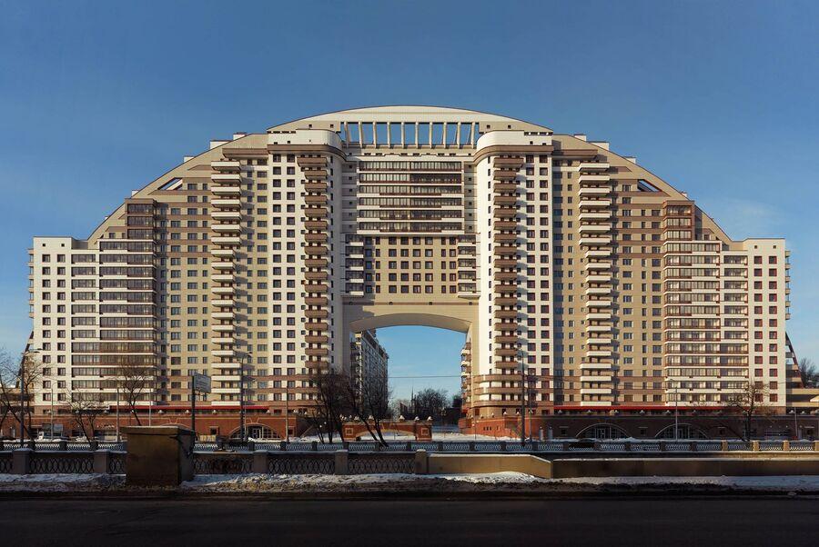 Работа немецкого фотографа Фрэнка Херфорта «Солнечная арка, Москва»