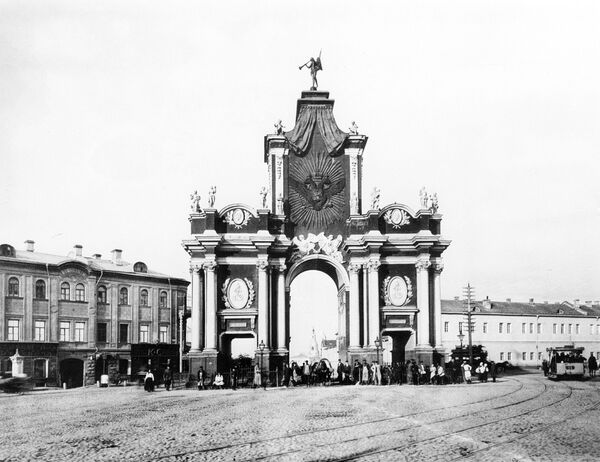 Красные ворота. Конец XIX века. Репродукция.