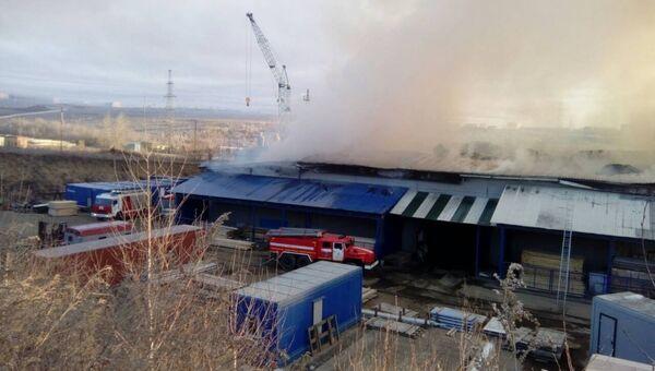 Ликвидация пожара в промышленном здании в поселке Маркова Иркутской области. 8 ноября 2018