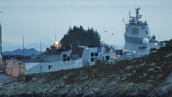 Фрегат Хельге Ингстад после столкновения с танкером у берегов Норвегии