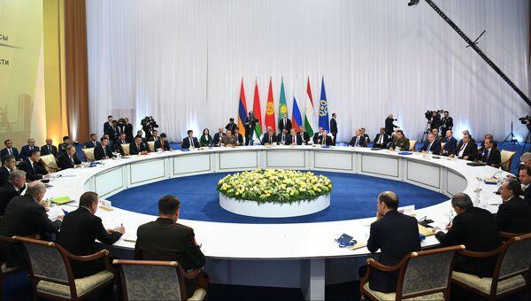 Президент РФ Владимир Путин во время заседания Совета коллективной безопасности ОДКБ в Астане. 8 ноября 2018