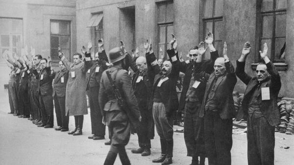 Евреи в Варшавском гетто. Апрель 1943