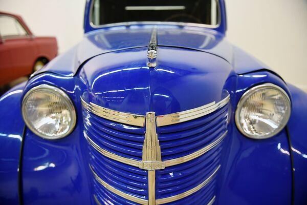 Грузовой фургон Москвич-401-422 на выставке Редкие автомобили в ЦДХ