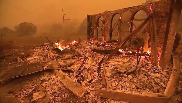 Город Парадайс в США охвачен огнем. Кадры пожара