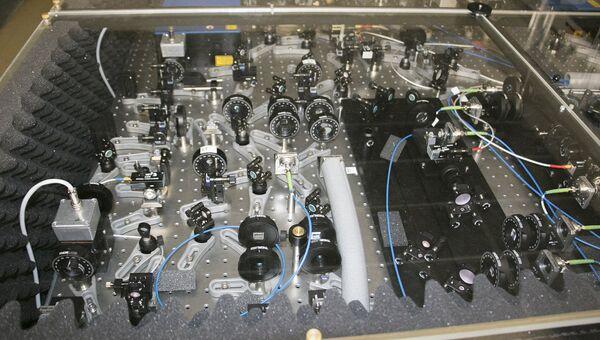 Лазерно-оптический стол рубидиевого репера частоты на фонтане холодных атомов