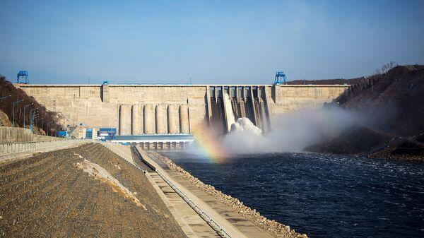 Плотина Бурейской ГЭС на реке Бурее в Бурейском районе Амурской области