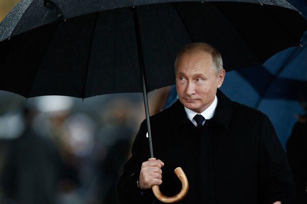 Президент России Владимир Путин на церемонии по случаю столетия окончания Первой мировой войны у Триумфальной арки в Париже. 11 ноября 2018