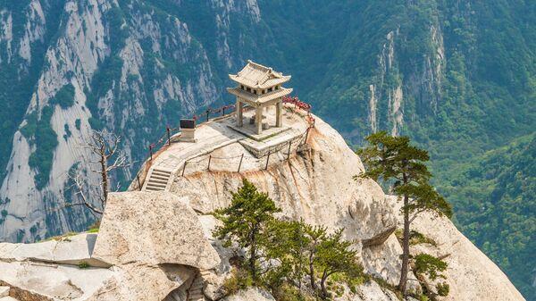Домик на вершине горы Хуашань в Китае