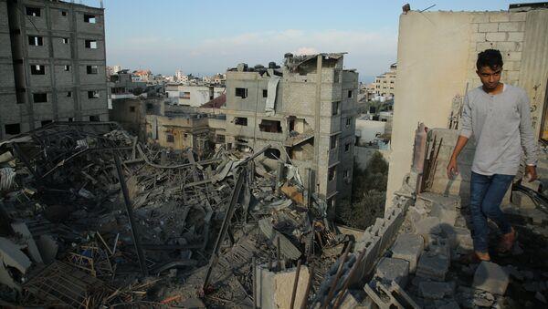 Последствия ракетного удара Израиля по территории сектора Газа. Архивное фото