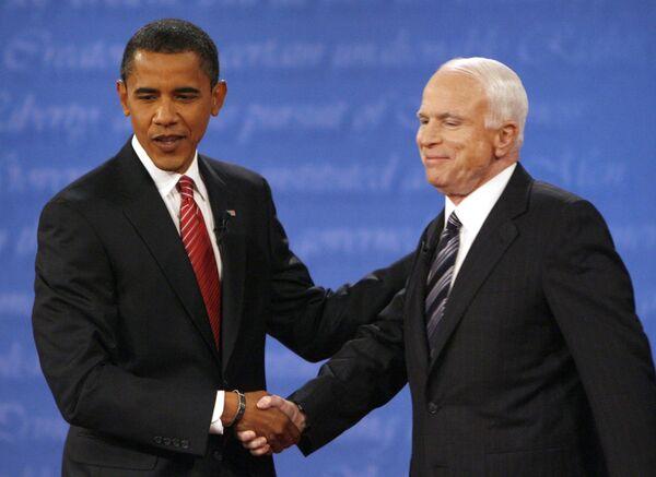 Кандидаты в президенты США сенатор-демократ Барак Обама и сенатор-республиканец Джон Маккейн во время теледебатов