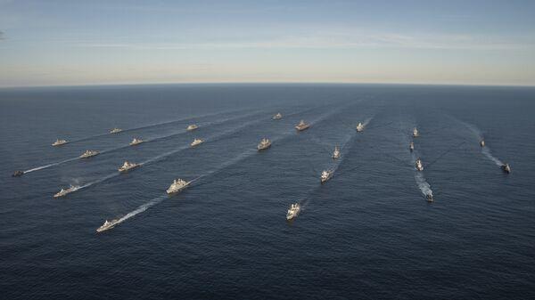 Двадцать четыре корабля из четырнадцати стран принимают участие в совместных учениях войск НАТО Trident Juncture 2018 (Единый трезубец) в Норвежском море. 7 ноября 2018
