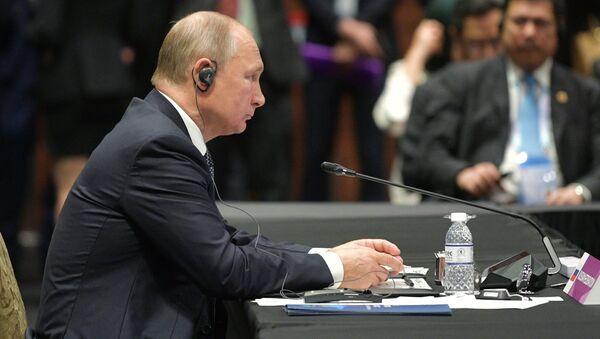 Президент РФ Владимир Путин на саммите Россия-АСЕАН в Сингапуре. 14 ноября 2018