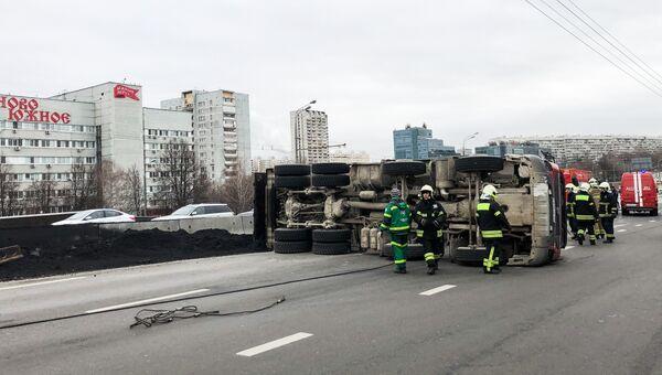 Последствия ДТП c участием грузовика и Газели на Варшавском шоссе. 14 ноября 2018