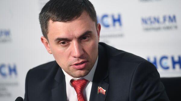 Депутат Саратовской областной думы Николай Бондаренко во время пресс-конференции в Москве